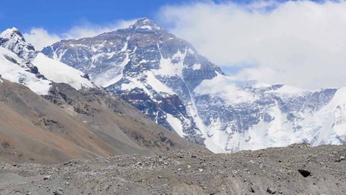 Підкорення Евересту у Minecraft: стрімер піднявся на віртуальну вершину за 4 години