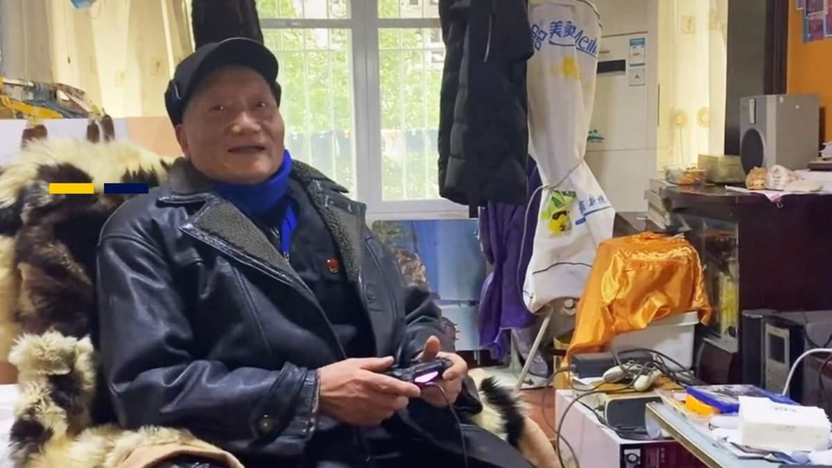 86-летний китайский дедушка сделал гейминг своим хобби и прошел более 300 игр